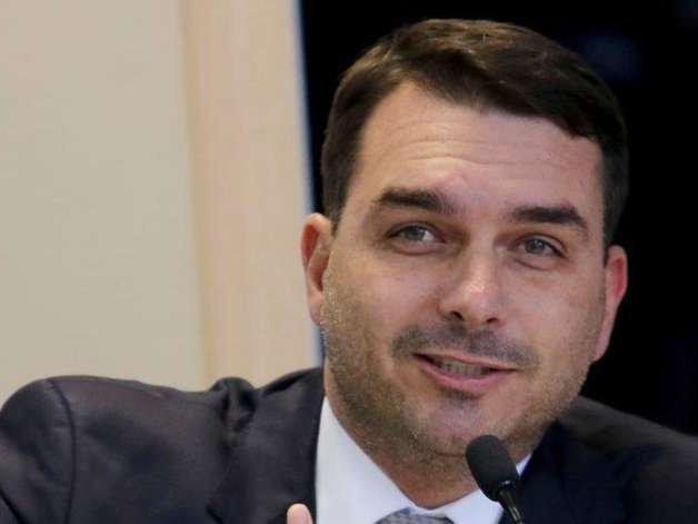"""Flávio Bolsonaro depõe no caso das """"rachadinhas"""" 18 meses depois"""