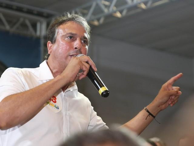 Camilo Santana deseja boa sorte a Bolsonaro e pede governo com 'respeito e sem discriminação'