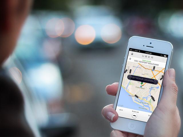 Motorista se recusa a levar passageira transexual e é banido da Uber
