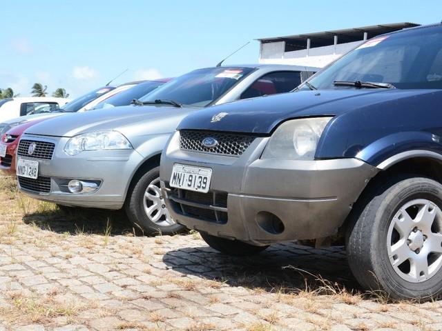 Detran leiloa na quinta-feira (25) carros e motos apreendidos em ações de fiscalização no RN