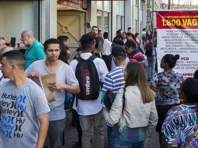 Em SP, mutirão de emprego feito por sindicato atrai 7 mil