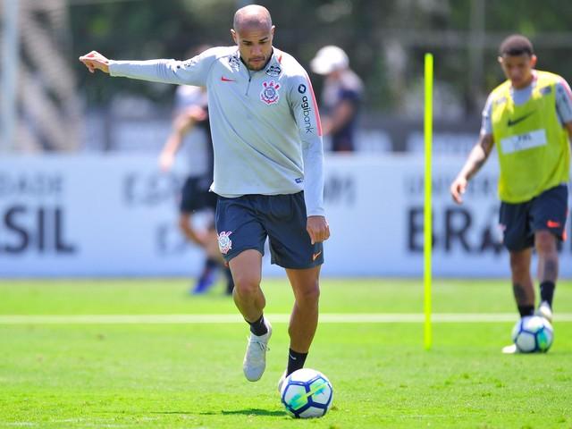 Botafogo não quer volta do centroavante Roger