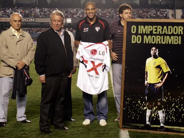 Adriano Imperador revela carinho especial por clubes paulistas