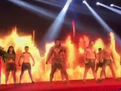 Brasileiro faz apresentação de Haka na China e trolla toda a plateia