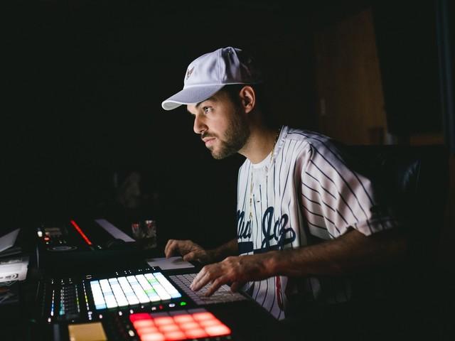 Quem é Papatinho, produtor que começou gravando em garagem e agora faz feat de Cardi B e Anitta