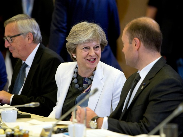 UE aceita dar a May algumas munições contra os eurocépticos