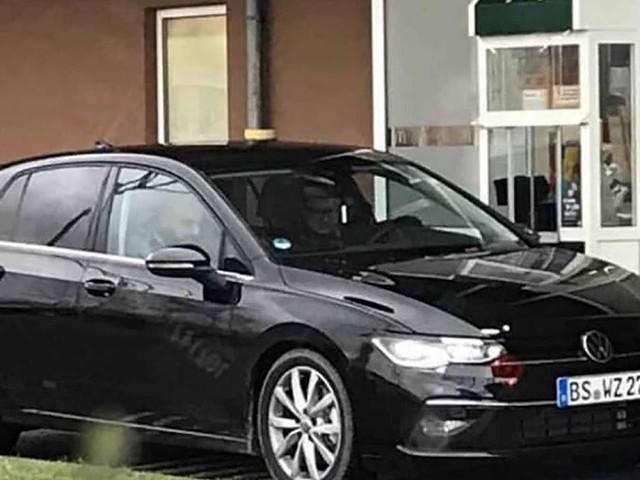 Novo VW Golf 2020 Mk8 flagrado sem camuflagem - Europa