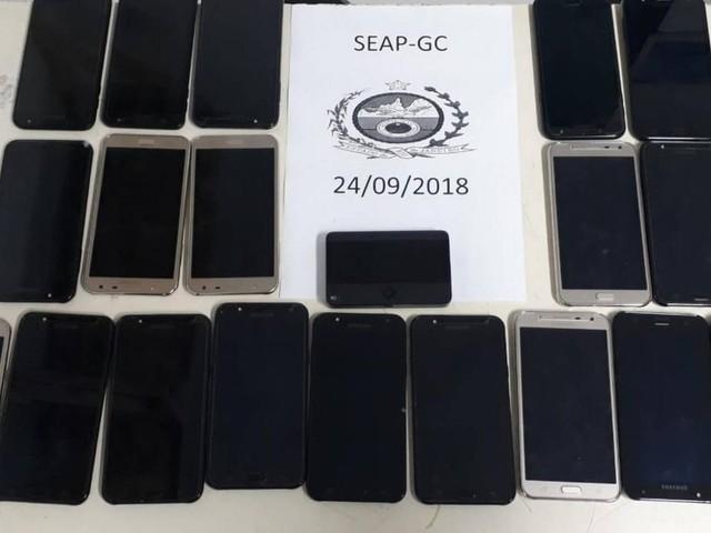 Roteador de internet e celulares são encontrados durante vistoria em Bangu 3