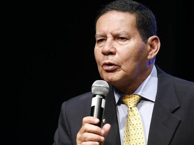 Mourão rebate Olavo de Carvalho e diz que governo precisa ter 'relacionamento positivo' com estados