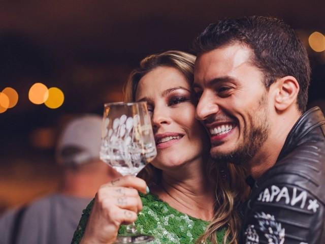 Luana Piovani curte festa em Portugal em clima de intimidade com Ruben Rua