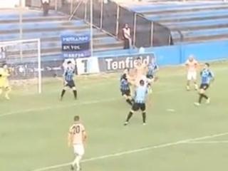 Jogo no Campeonato Uruguaio tem dois golaços de bicicleta; assista