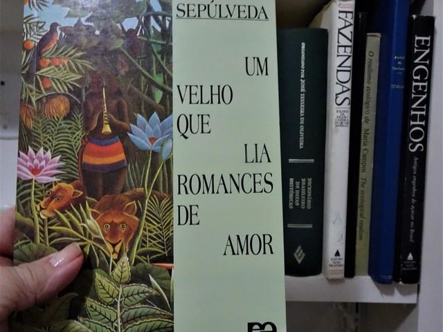 """Lendo: """"Um velho que lia romances de amor"""", Luís Sepúlveda"""