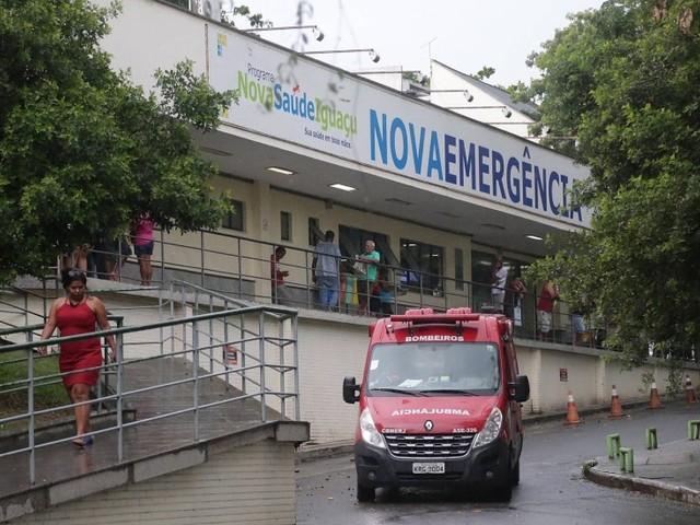 Passageiro é baleado em assalto a ônibus na Dutra