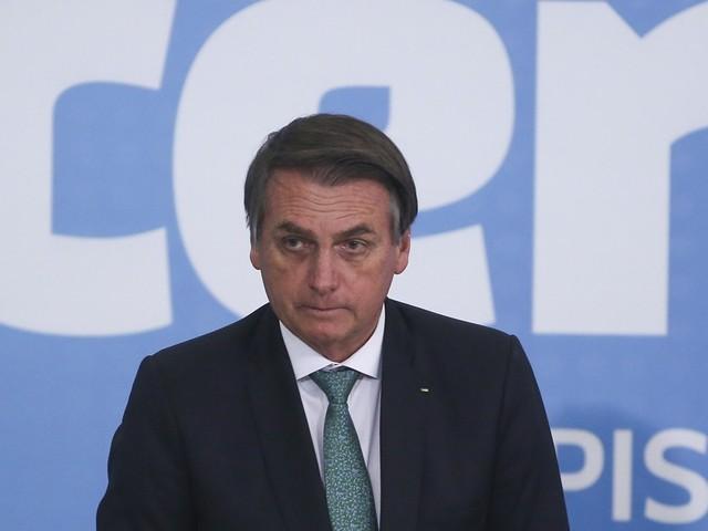 """""""Cocozinho petrificado de índio"""" impede licenciamento de obras, diz Bolsonaro"""