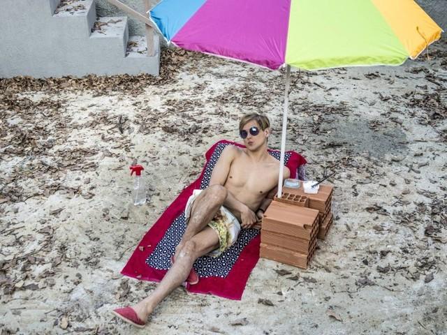 Rafael Canedo é um riquinho falido na série 'Brasil a bordo', que estreia dia 25