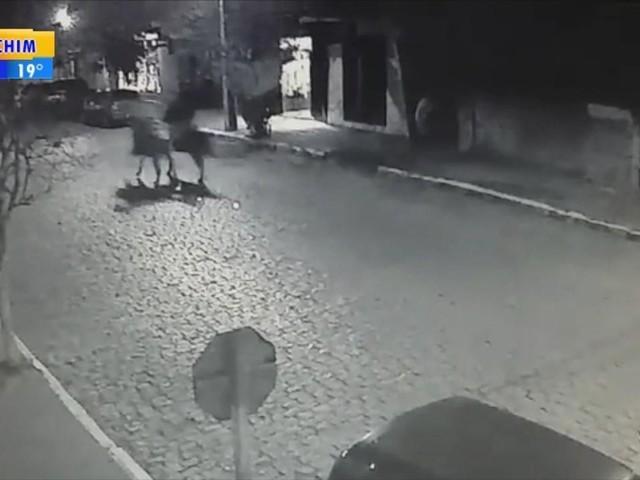 'Quando vi, estavam em cima de mim', lembra motorista atingida por cavalo que disputava corrida