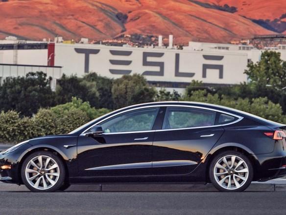 Nuvem da Tesla foi invadida e usada para minerar criptomoeda
