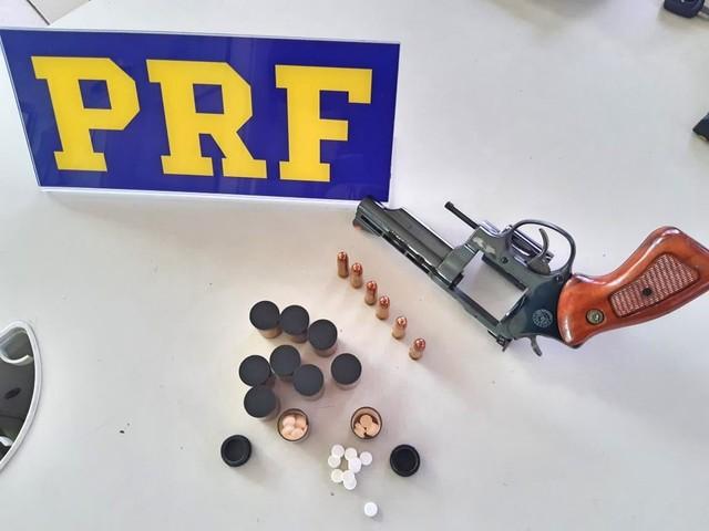 Caminhoneiro é detido com arma e 150 comprimidos de rebite em Caruaru
