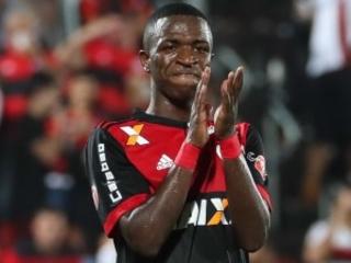 Existe um jogador que Tite ainda sonha testar para 2018. Ele se chama Vinícius Júnior