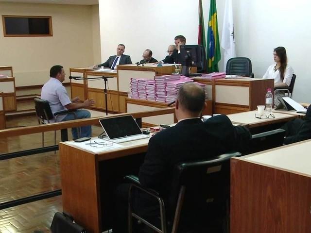 Associação de familiares e Ministério Público vão recorrer da decisão de dividir julgamento do caso Kiss