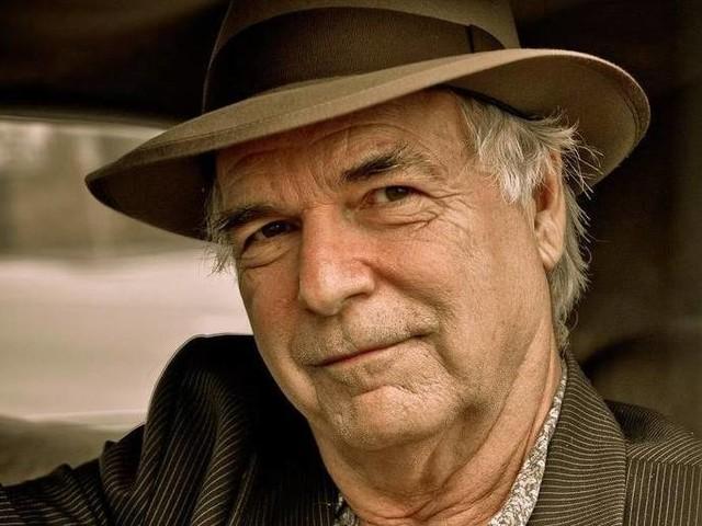 Cantor norte-americano David Olney passa mal durante show e morre aos 71 anos