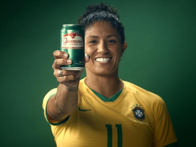 Marcas aderem ao chamado do Guaraná Antarctica e apoiam o futebol feminino
