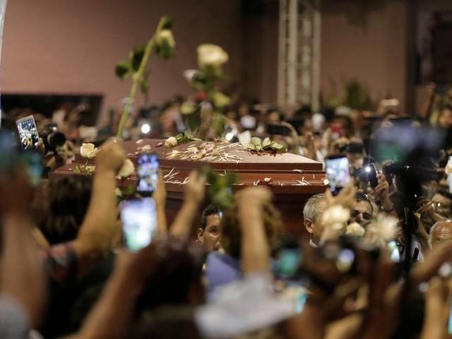 Velório de ex-presidente Alan García reúne multidão de simpatizantes no Peru