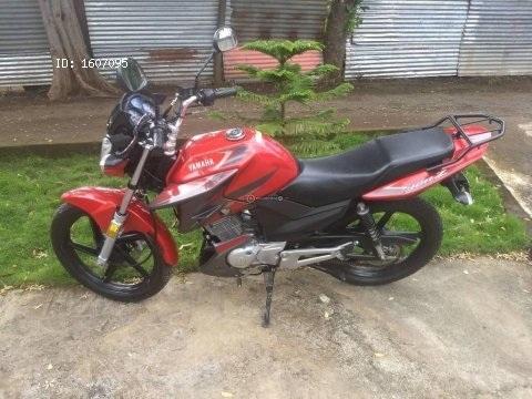 Vendo preciosa moto Yamaha ybrz prácticamente nueva con 3600 km recorridos