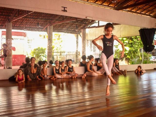 Inscrições para curso de dança para crianças na Vila das Artes terminam nesta-segunda-feira
