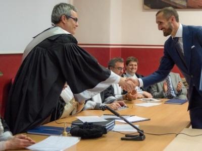 Universidade da bola: veja a seleção dos jogadores com diploma