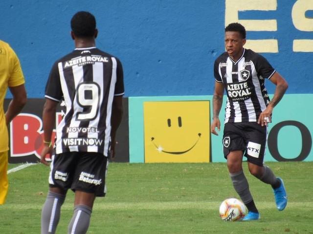 Botafogo em Madureira: a arte de viver no limite nos alçapões do futebol do Rio