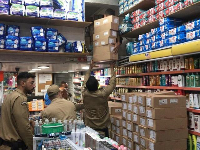 Vigilância Sanitária interdita farmácia em Copacabana, Rio, após encontrar 19 mil caixas de sibutramina no local