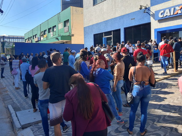 Ajuda do governo | Fila do Bolsa Família volta a 1 milhão após redução do auxílio emergencial