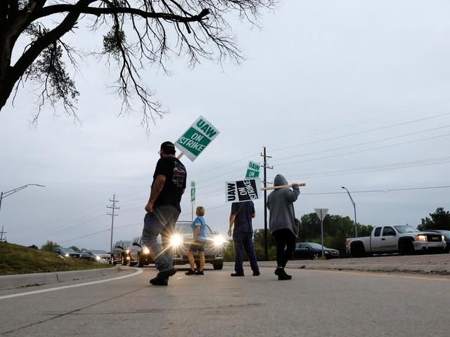 General Motors tem greve de 48 mil trabalhadores nos Estados Unidos