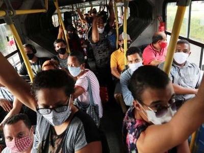 Mais da pandemia | Hallal: Mais pobres têm o dobro do risco de se infectarem no Brasil