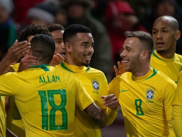 Re: Com dois de Jesus, Brasil bate tchecos em último teste antes da lista