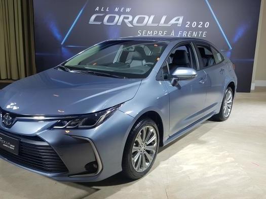Toyota lança 12ª geração do Corolla com a primeira versão híbrida flex do mundo