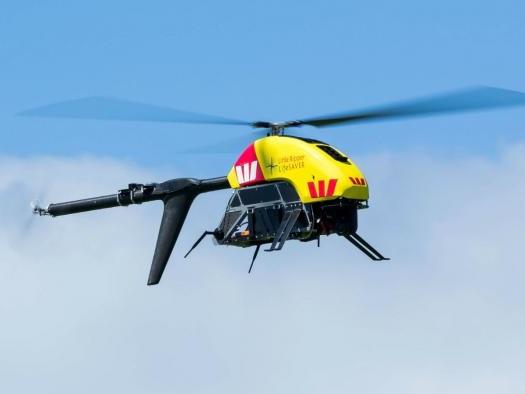 Salva-vidas usam drone para resgatar duas pessoas que estavam se afogando