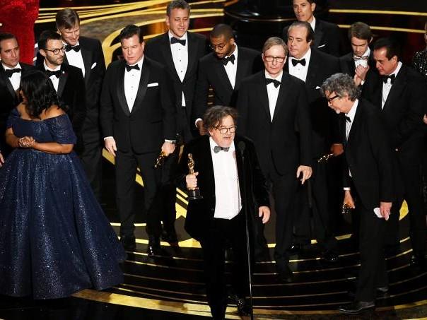 O Oscar dá um assopro e, em seguida, um senhor tapa