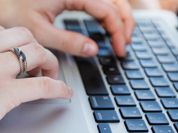Senado aprova projeto que proíbe franquia de dados na banda larga