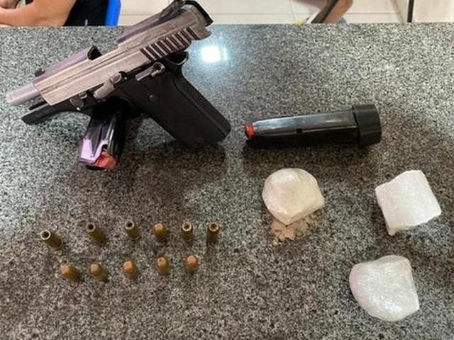 Suspeito de tráfico de drogas e posse de arma de fogo de uso exclusivo da Polícia Cívil é preso em flagrante