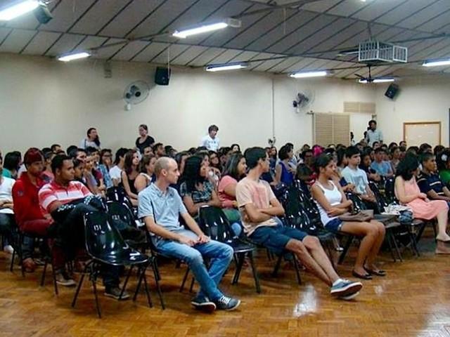 Curso pré-vestibular gratuito para alunos da rede pública abre 180 vagas no DF