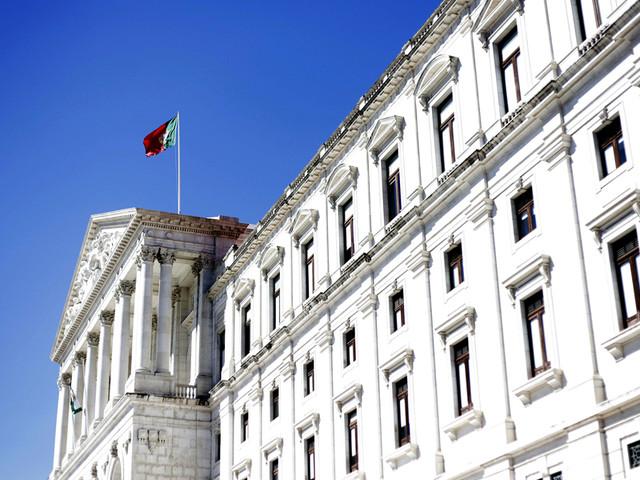 Governo decreta três dias de luto nacional devido a acidente na Madeira