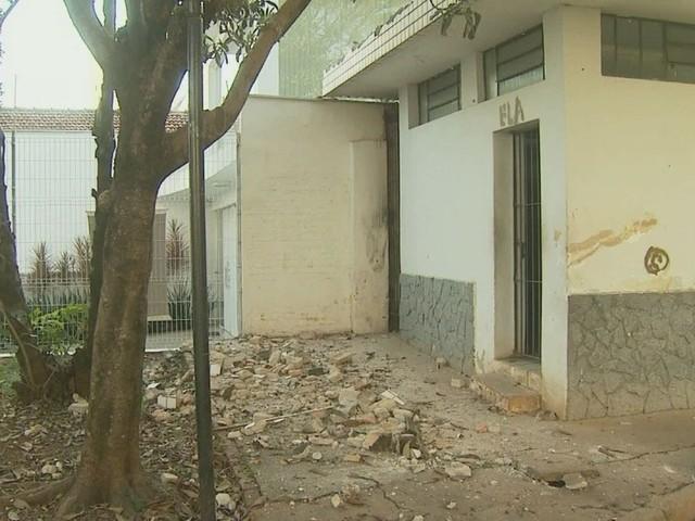 Mais um banheiro público é demolido após reclamações de falta de segurança em Piracicaba