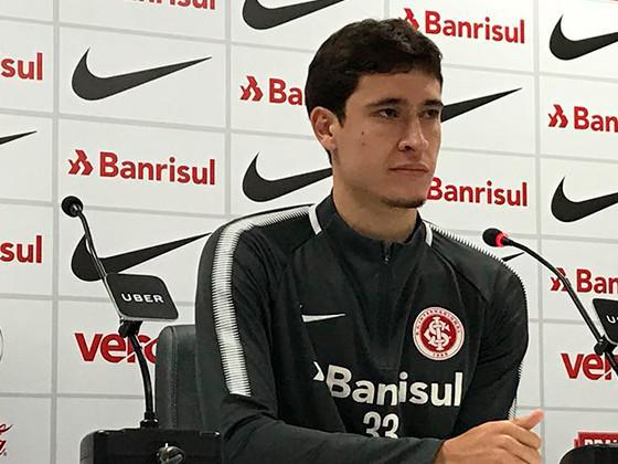 """Rodrigo Dourado: """"Estou feliz aqui, mas tenho o sonho de jogar fora"""""""