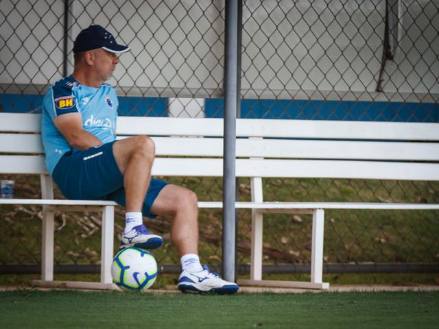 Em crise, Mano fecha treino do Cruzeiro; Dedé fica fora de atividade