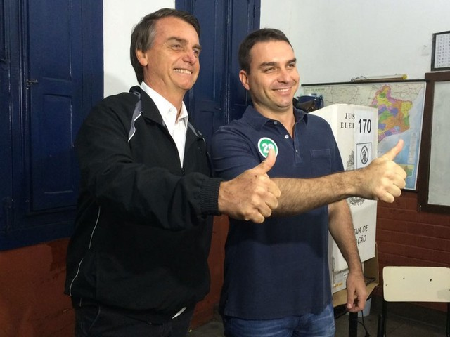 Assessores de Bolsonaro querem resposta rápida de Flávio sobre depósitos suspeitos