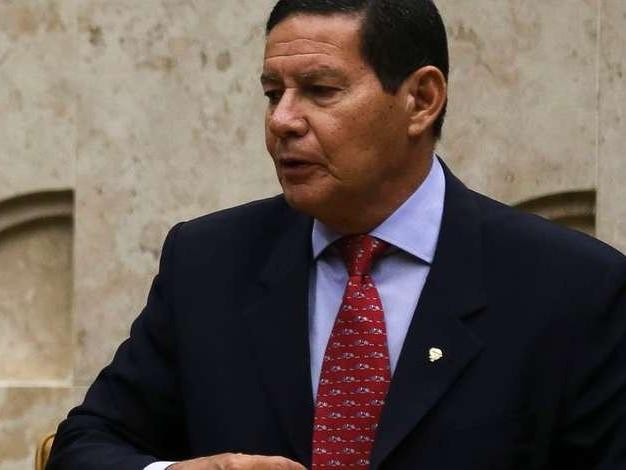 """""""É muito ruim ter um ex-presidente preso"""", diz Mourão sobre Temer"""