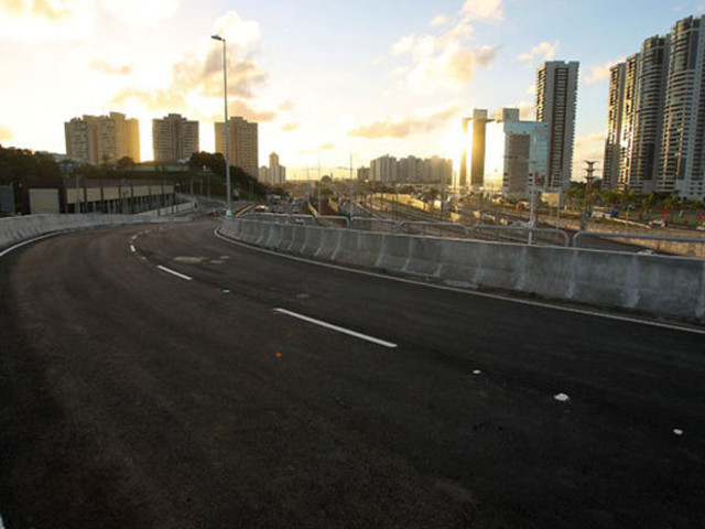 Novo viaduto na Av. Paralela tem duas faixas de tráfego e substitui 'retorno'