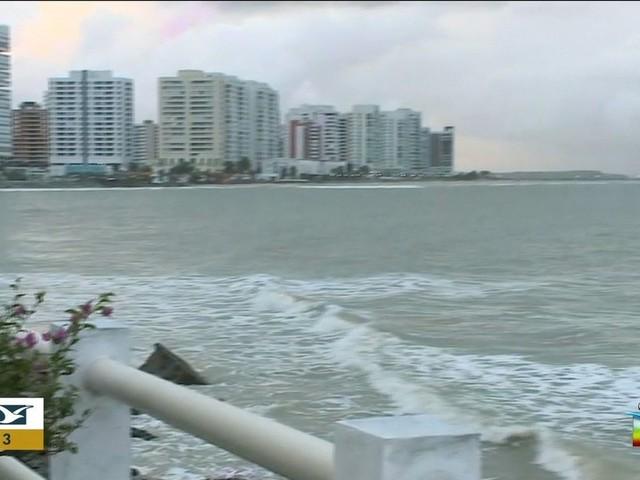 Todas as praias estão impróprias para o banho, diz Sema